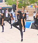תלמידי שכבה י' בקטעי קריאה ריקוד ושירה..._35